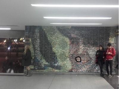 13 de Agosto-Construyeron un mural de Carlos Gardel con fotomosaicos de los vecinos en la Estación Once