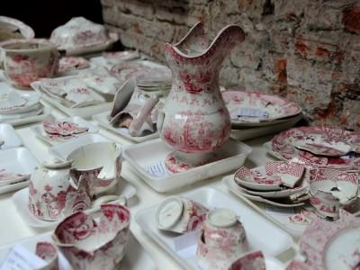 08 de Noviembre-Descubren platos y frascos del perfume que usaba Napoleón, en los restos de una casa de Juan Manuel de Rosas en el barrio de