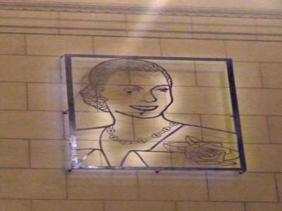 21 de Diciembre-Instalaron una imagen de Eva Perón en el hall central de la Estación Ferroviaria de Constitución