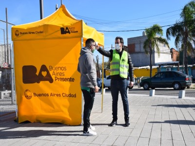 20 de Junio-Voluntarios del Gobierno porteño recorren las calles de la Ciudad concientizando sobre prevención del COVID-19