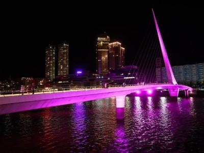 17 de Octubre-La Ciudad se suma a la Campaña de Concientización sobre el cáncer de mama e ilumina sus monumentos y fachadas de edificios histór