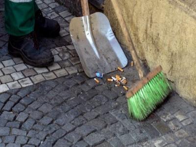 10 de Diciembre-Aprobaron una ley que penaliza a quienes arrojen colillas de cigarrillos en las calles de la Ciudad de Buenos Aires_