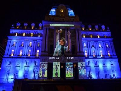 En homenaje a Diego Armando Maradona iluminarán los Monumentos y Edificios más emblemáticos porteños_