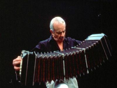 02 de Marzo-Colocarán una placa en homenaje a los cien años del nacimiento de Piazzolla, en su casa de Balvanera_
