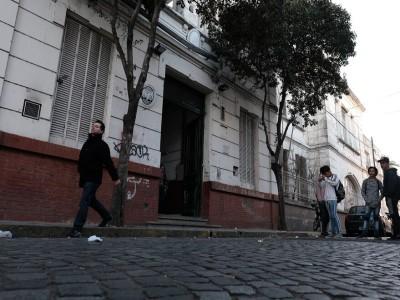 14 de Abril-Vecinos y docentes de Barracas solicitan la construcción de un patio a cielo abierto para la escuela del barrio_