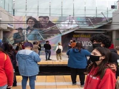 02 de Octubre-Inauguran un mural contra el acoso sexual callejero en la Estación de Subte en Constitución_